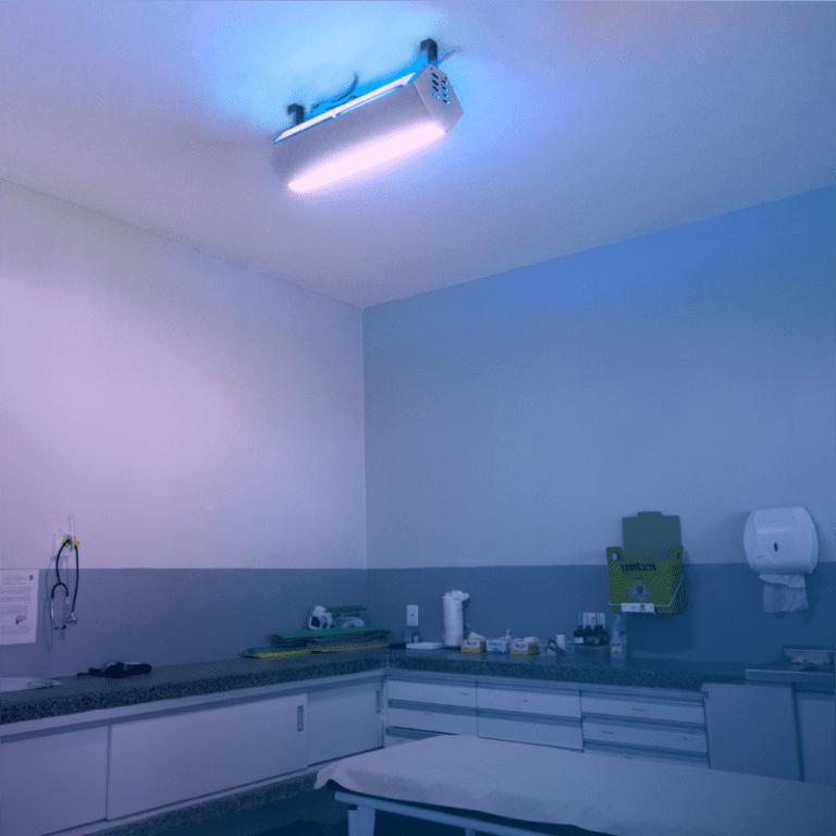 UV Upper Room instalado em sala de atendimento médico